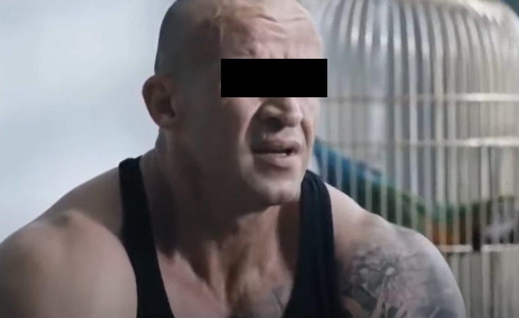 """Znany przede wszystkim z serialu """"M jak miłość"""" oraz filmów akcji Patryka Vegi aktor Tomasz O. został aresztowany. Fani nie moga uwierzyć"""